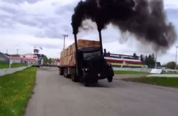 You've Got To See This Peterbilt Semi-Truck Drag Race